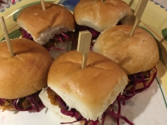 Vegan Pulled Pork sliders